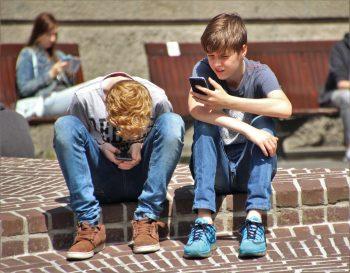 copiii si telefonul mobil