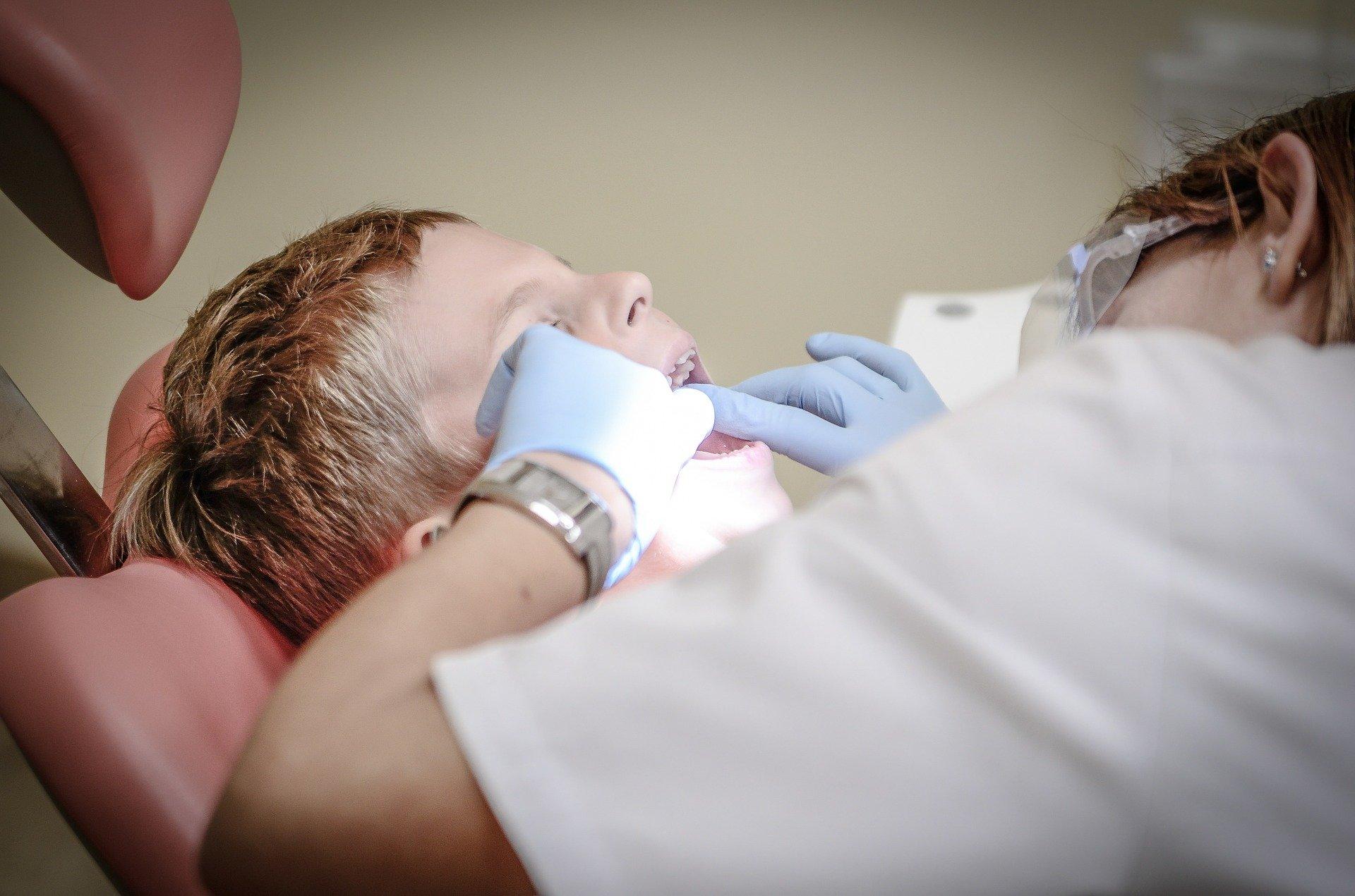 dinți